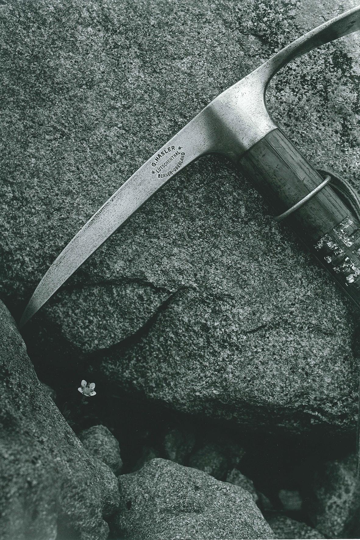 田淵行男撮影【岩とピッケル】